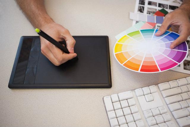 社会人でイラストを始めた人必見!「プロ」と「アマチュア」イラストレーターの違いとは?